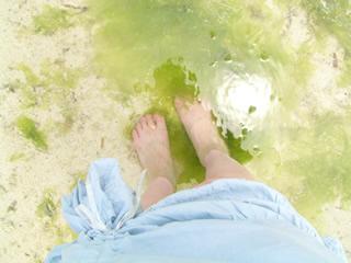 エメラルドビーチで水遊び
