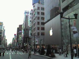 銀座Apple Store前